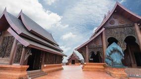 El templo fue construido con las tallas de la teca almacen de metraje de vídeo