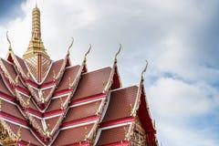 El templo hermoso se está renovando con las nubes Fotografía de archivo libre de regalías