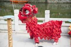 El templo justo en aldea china Imagen de archivo libre de regalías