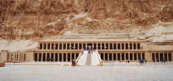 El templo mortuorio de Hatshepsut, valle de los reyes, Egipto fotografía de archivo libre de regalías