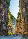 El templo nuevo Athos con las cuevas notables Fotografía de archivo