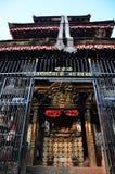 El templo o la pagoda y Buda observa o la sabiduría observa adentro Fotos de archivo libres de regalías