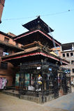 El templo o la pagoda y Buda observa o la sabiduría observa adentro Foto de archivo