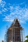 El templo se está construyendo en Wat Ton Choak en Nonthaburi Imagen de archivo libre de regalías