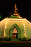 El templo tailandés en la noche hermosa Foto de archivo libre de regalías