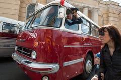 El tercer desfile de St Petersburg de coches retros en los pros de Nevsky Imagenes de archivo