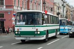 El tercer desfile de St Petersburg de coches retros en los pros de Nevsky Fotos de archivo
