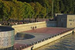 El terraplén del parque de Gorki en Moscú Imágenes de archivo libres de regalías