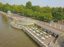El terraplén del parque de Gorki en Moscú Fotografía de archivo libre de regalías