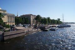 El terraplén del río de Neva Imagen de archivo
