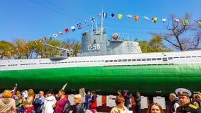 El terrapl?n de la nave en puede 9 Mucha gente celebra d?a de la victoria imagen de archivo libre de regalías