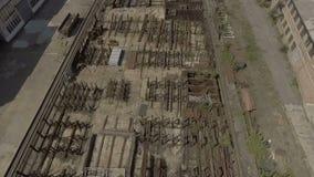 El territorio de la ingeniería de planta Vuelo sobre la grúa En el área hay muchos recambios, piezas y almacen de metraje de vídeo