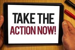 El texto de la escritura ahora toma la llamada de motivación de la acción El comienzo del acto del significado del concepto puntu Foto de archivo libre de regalías