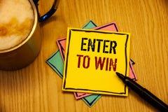El texto de la escritura de la palabra entra para ganar Concepto del negocio para el premio de la recompensa del premio dado para fotos de archivo