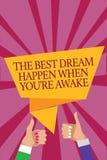 El texto de la escritura de la palabra el mejor sueño sucede cuando usted con referencia a está despierto El concepto del negocio ilustración del vector