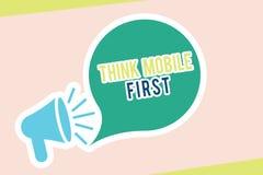 El texto de la escritura de la palabra piensa el primer concepto del negocio del móvil para el contenido accesible 24 o 7 del dis stock de ilustración