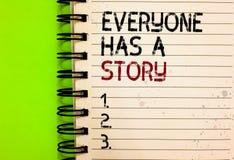 El texto de la escritura de la palabra todo el mundo tiene una historia Concepto del negocio para la narración del fondo que cuen foto de archivo