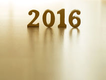 El texto del oro 2016, hace de la madera Año de oro 2016 Decoración del Año Nuevo, texto del primer 2016 Feliz Año Nuevo 2016 Oro Fotografía de archivo libre de regalías