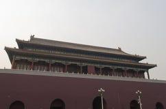 El Tiananmen o la puerta de la paz divina, es un monumento famoso en Pekín, la capital de China Imágenes de archivo libres de regalías