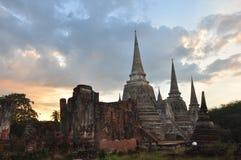 El tiempo crepuscular en Wat Phra Si San Phet Imagenes de archivo