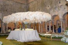 El tiempo 2017 de las flores en la abadía de Sant Pere de Galligants, Girona, España fotografía de archivo libre de regalías