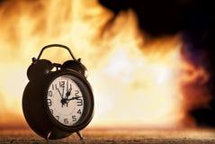 El tiempo está haciendo tictac lejos Imagenes de archivo