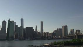 El tiempo traslapa de los barcos delante del horizonte de Manhattan, New York City, los E.E.U.U. almacen de metraje de vídeo
