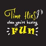 El tiempo vuela cuando usted se está divirtiendo - inspire y cita de motivación Frase hecha inglesa, poniendo letras Argot de la  stock de ilustración