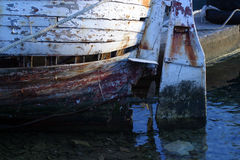 El timón de la dirección del barco de pesca Imágenes de archivo libres de regalías