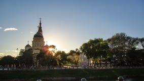El timelapse en la puesta del sol, Kharkov, Ucrania de la catedral del anuncio almacen de video