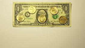 El tipo de cambio de un dólar de EE. UU. es igual a 50 rublos rusas almacen de video