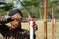 El tiro al arco tradicional en Yogyakarta llamó Jemparingan foto de archivo libre de regalías