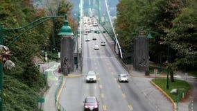 El tiro superior de leones bloquea el puente en Stanley Park en Vancouver A.C. Canadá almacen de video