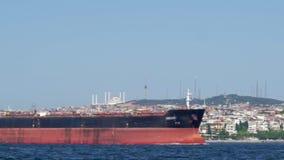 El tiroteo acelerado de una ciudad costera caliente hermosa, el agua flota un gran número de diversas naves, cargo y metrajes