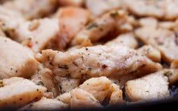El tiroteo del estudio de un pollo frito junta las piezas como backgrund Fotografía de archivo libre de regalías