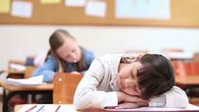 El tomar una siesta lindo del alumno almacen de video