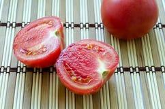 El tomate del corte Imágenes de archivo libres de regalías