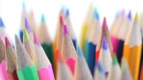 El top de color dibujó a lápiz el torneado en un tenedor del lápiz almacen de metraje de vídeo