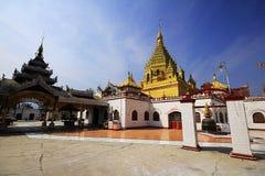 El top de la pagoda de oro Fotografía de archivo