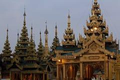 El top de la pagoda de oro Imágenes de archivo libres de regalías