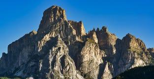 El top de montañas en la salida del sol Fotos de archivo libres de regalías