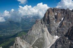 El top de Sassolungo, dolomías, Italia Imagenes de archivo
