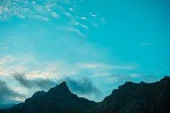 El top del acantilado por la tarde Imágenes de archivo libres de regalías