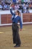 El torero español Pablo Hermoso de Mendoza agradece a caballo el trofeo que se ha concedido al presidente de la plaza de toros Fotografía de archivo libre de regalías