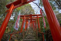 El torii en las entradas de la capilla sintoísta Fotos de archivo libres de regalías