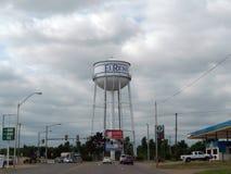 EL torre de água de Reno, Oklahoma próximo na cidade Foto de Stock