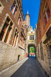 El Townhall en la ciudad medieval Brujas en la mañana, Bélgica el 8 de julio de 2017 fotografía de archivo