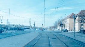 El tráfico en Munich de una tranvía imagenes de archivo
