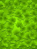 El trébol verde oscuro sale del fondo