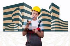 El trabajador de construcción joven que toma notas imagen de archivo